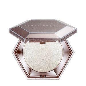 Fenty beauty diamond bomb highlighter